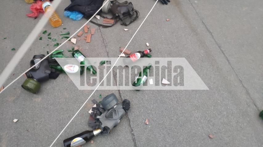 Μάσκες και μολότοφ εντόπισαν οι αστυνομικοί σε πολυκατοικία στα Εξάρχεια