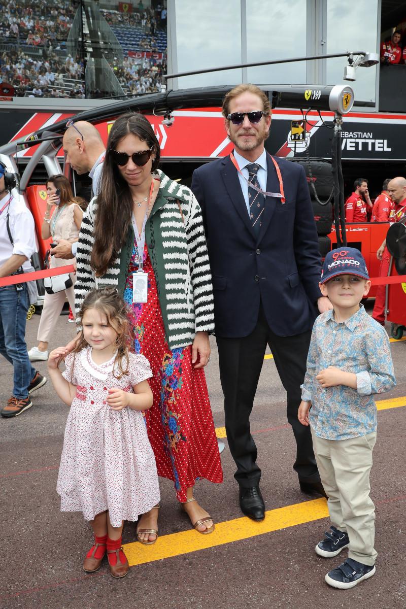 Η Τατιάνα Σάντο Ντομίνγκο με τον σύζυγό της Αντρέα Κασιράγκι και δύο από τα παιδιά τους