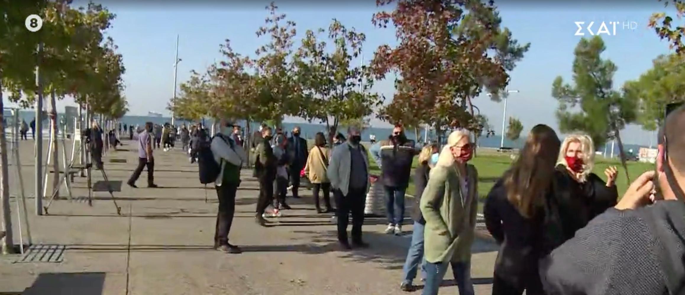 Ουρές για τεστ κορωνοϊού στη θεσσαλονίκη