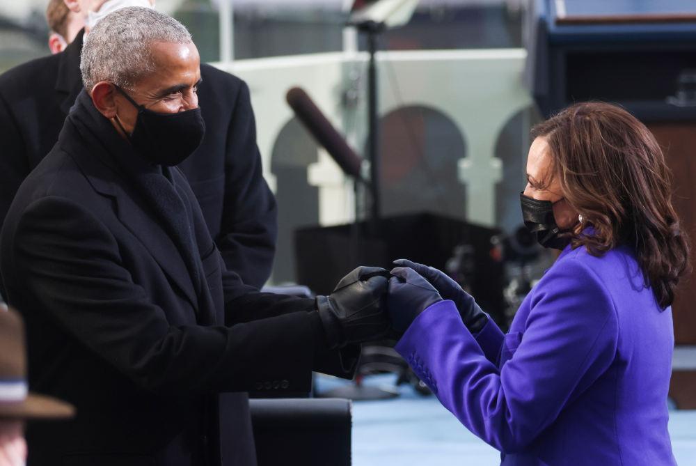 Ο πρώην πρόεδρος των ΗΠΑ, Μπαράκ Ομπάμα σε ένα τετ-α-τετ με την Καμάλα Χάρις