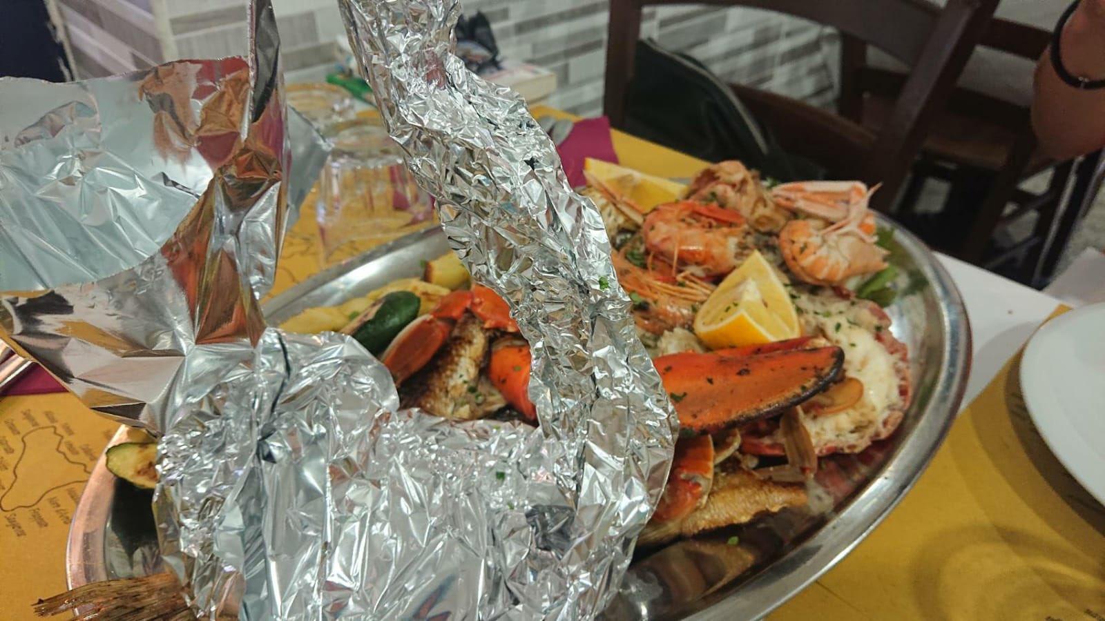 Πιάτο με θαλασσινά σε εστιατόριο