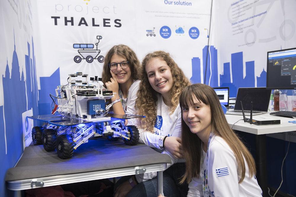 Τα κορίτσια από την Πάτρα, οι Smartbirds, παρουσίασαν τον «Θαλή», το ρομπότ που πλοηγείται στους δρόμους της πόλης