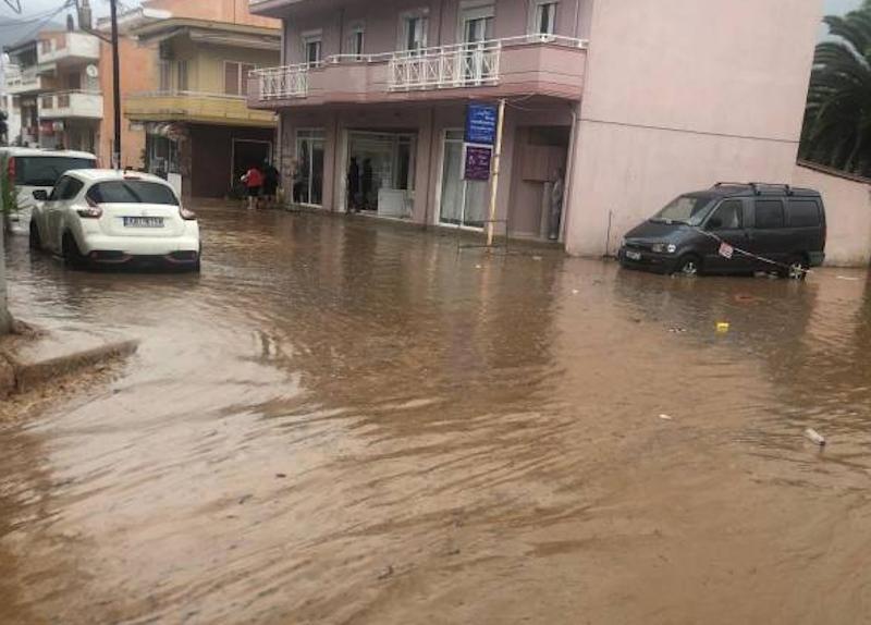 Η ισχυρή βροχόπτωση προκάλεσε σοβαρά προβλήματα στη Θάσο / Φωτογραφία: kavalanews.gr