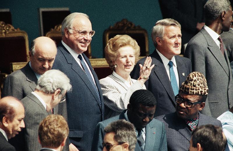 Η πρωθυπουργός της Βρετανίας Μάργκαρετ Θάτσερ στην παρέλασε για τα 200 χρόνια από τη γαλλική επανάσταση