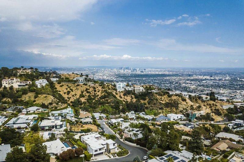 Η θέα από την κατοικία που βρίσκεται στους λόφους του Χόλιγουντ