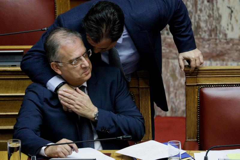 Ο Αδωνις Γεωργιάδης συγχαίρει τον Τάκη Θεοδωρικάκο