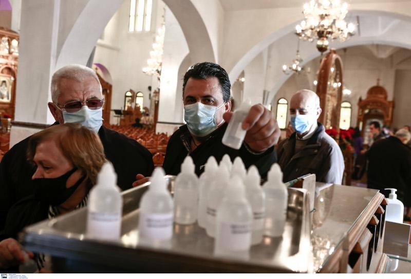 Θεοφάνια ουρές πιστών έξω από τον Αγιο Δημήτριο στο Μπραχάμι