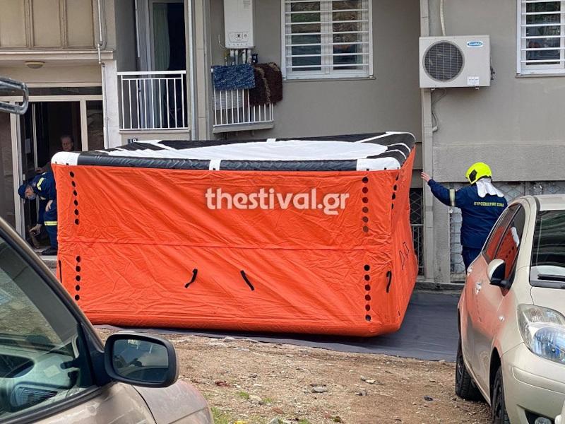 Θεσσαλονίκη 25χρονος απειλεί να βουτήξει στο κενό από ταράτσα πολυκατοικίας