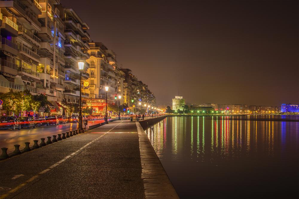 Θεσσαλονίκη by night.