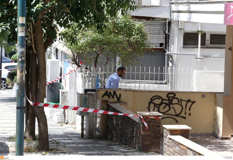 Οι Αρχές στο σπίτι του εγκλήματος στην Καλαμαριά