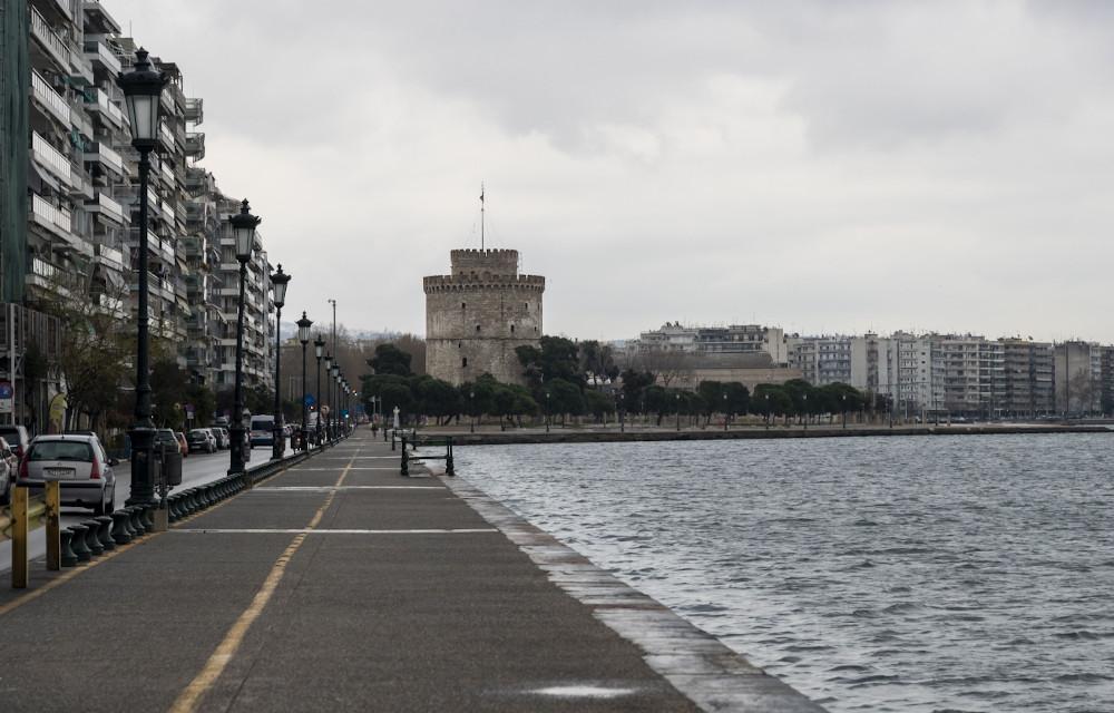 Αδεια η παραλία Θεσσαλονίκης μπροστά στον Λευκό Πύργο