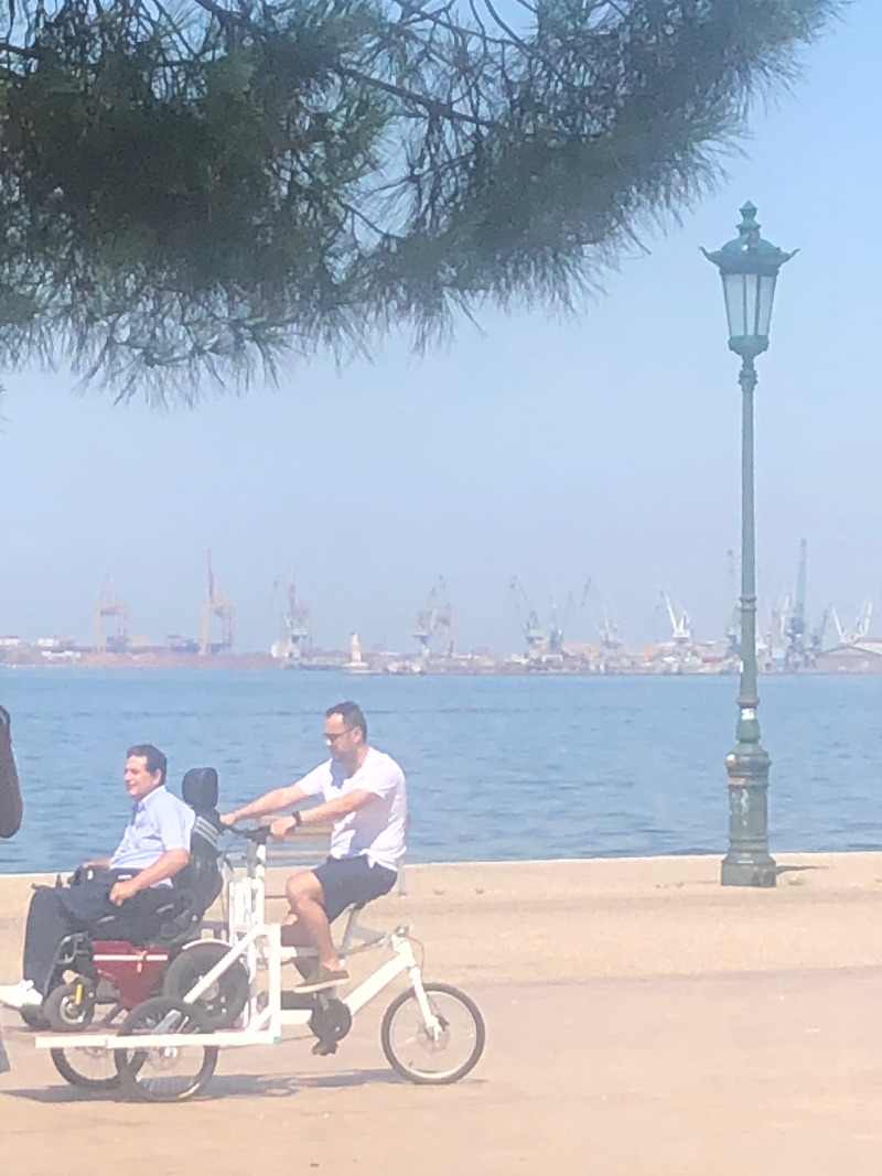 Το πρώτο ποδήλατο για ΑμεΑ έκανε βόλτα στη Θεσσαλονίκη