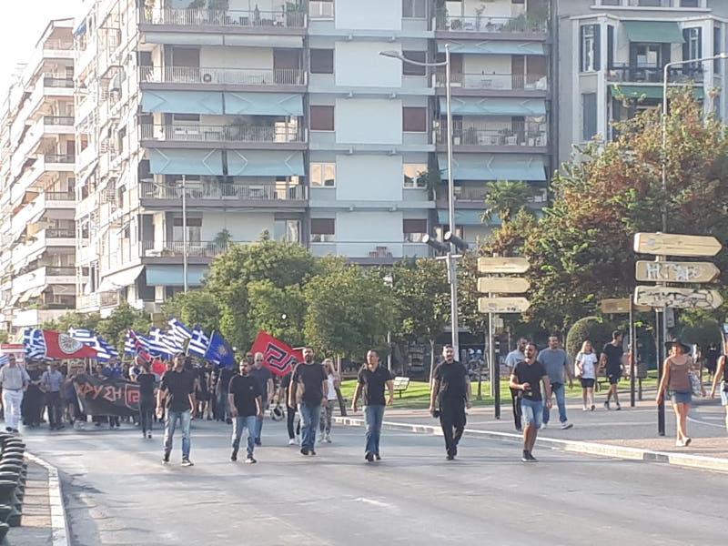 Τα μέλη της Χρυσής Αυγής κατευθύνονται προς το άγαλμα του Μ. Αλεξάνδρου / Φωτογραφία: thestival.gr