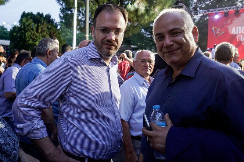 Ο Θανάσης Θεοχαρόπουλος πριν αρχίσει η ομιλία Τσίπρα στο Θησείο