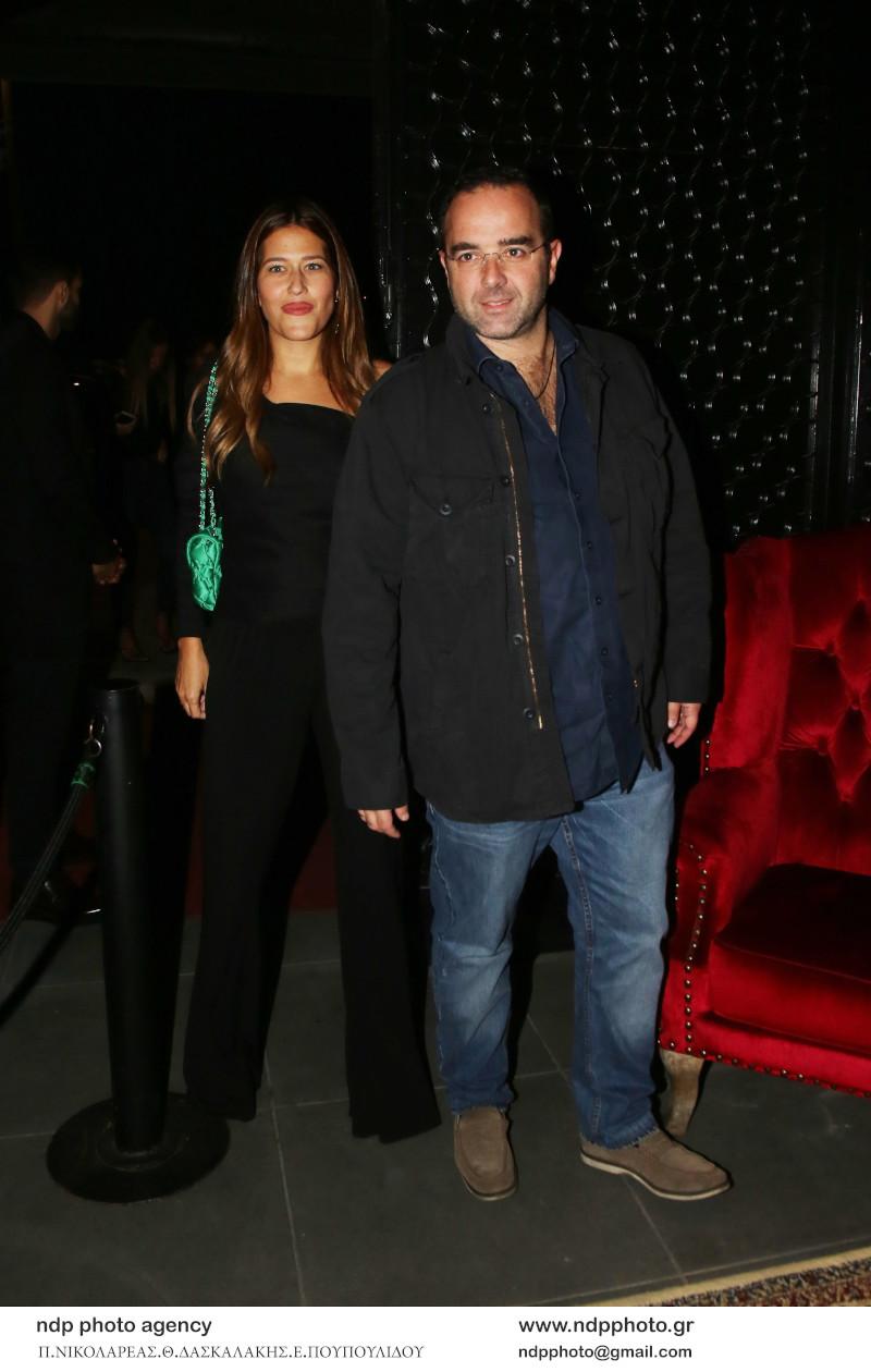Ο Θοδωρής Κυριακού και η σύζυγός του, Δήμητρα Μπιθαρά διασκέδασαν στο Hotel Ερμού / Φωτογραφία: NDP