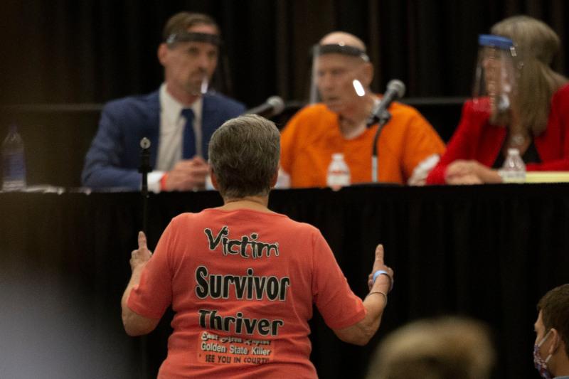 Ενα από τα θύματα του βιαστή, η Jane Carson-Sandler ήταν παρούσα στην ακροαματική διαδικασία