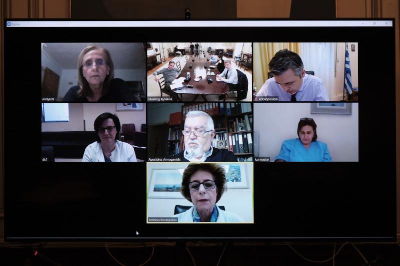 Οι εντατικολόγοι που συμμετείχαν στην τηλεδιάσκεψη με τον Κυριάκο Μητσοτάκη