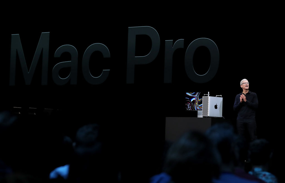 Ο Τιμ Κούκ παρουσίασε το νέο βαρύ όπλο της Apple στους επαγγελματικούς υπολογιστές που στοιχίζει κάτι λιγότερο από 6000 δολάρια