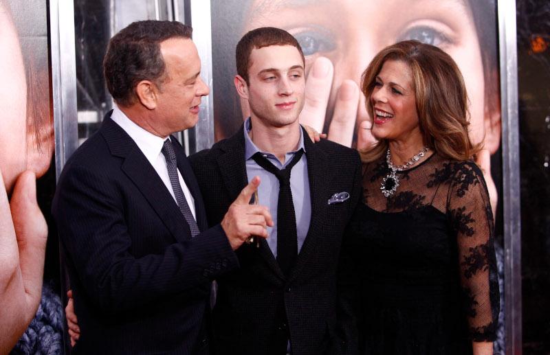 Ο Τομ Χανκς με την Ρίτα Γουίλσον και τον γιο τους Τσέστερ/Φωτογραφία: AP