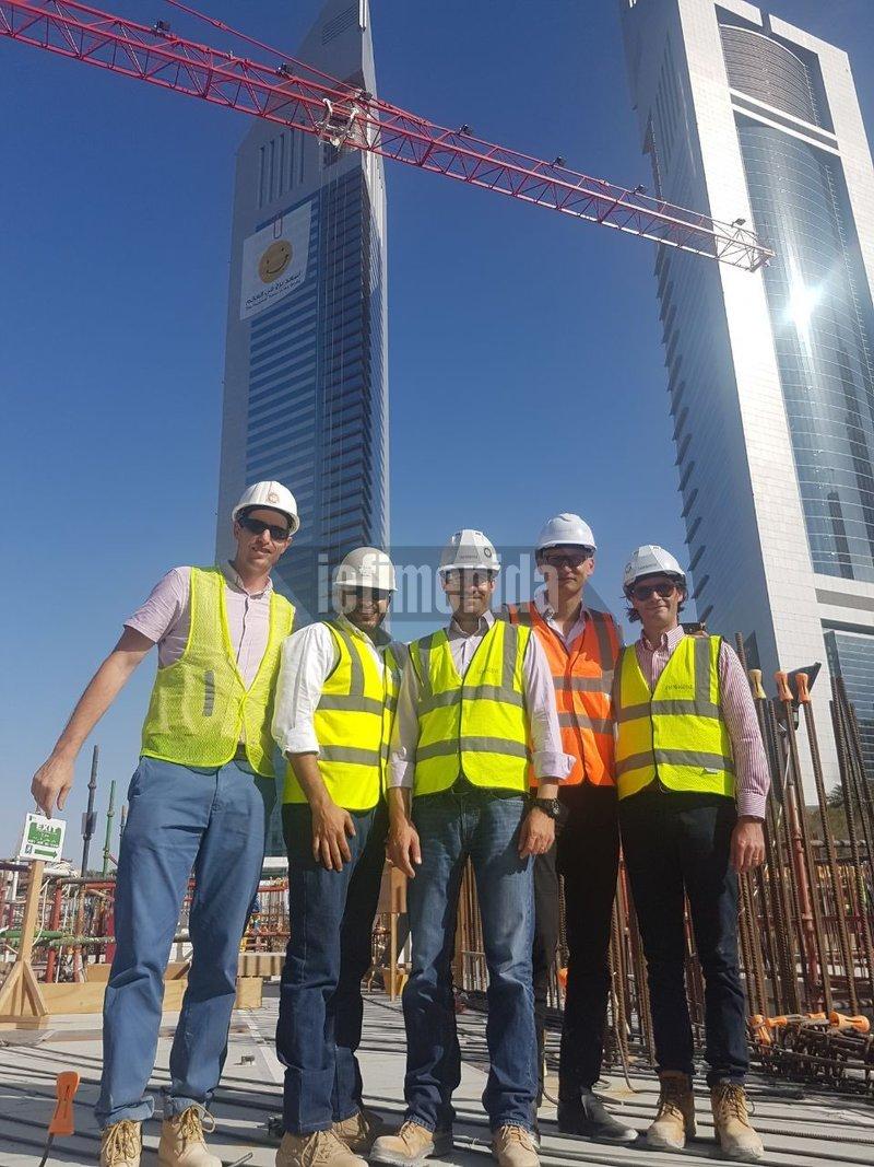 Ο Παναγιώτης Τόμπρας εν ώρα εργασίας στο Ντουμπάι