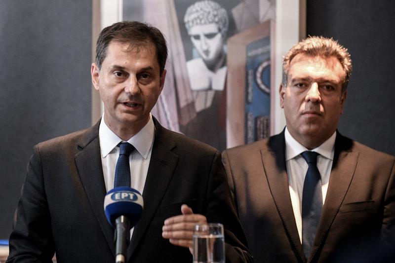 Ο νέος υπουργός Τουρισμού Χάρης Θεοχάρης με τον υφυπουργό Μάνο Κόνσολα