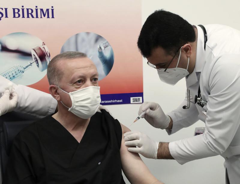 Ο Τούρκος πρόεδρος Ρετζέπ Ταγίπ Ερντογάν έκανε χθες την πρώτη δόση του κινεζικού εμβολίου