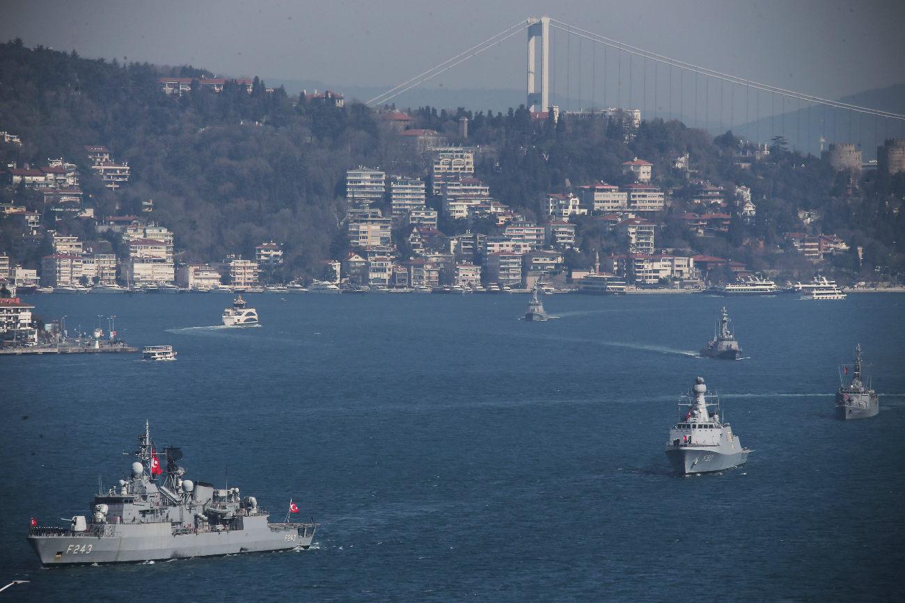 Τουρκικές φρεγάτες ανοιχτά του Βοσπόρου στην Κωνσταντινούπολη