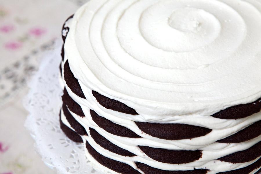 Εύκολη τούρτα με σαντιγί και μπισκότα