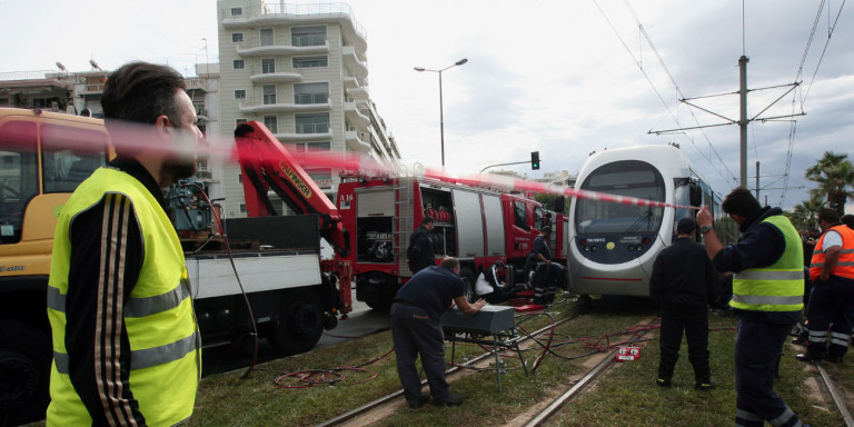Διακόπηκε η κυκλοφορία στο τραμ στο ύψος του Αλίμου