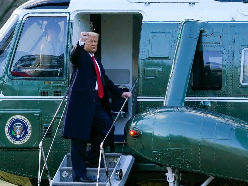 Ο Τραμπ χαιρετάει για τελευταία φορά από τον Λευκό Οίκο