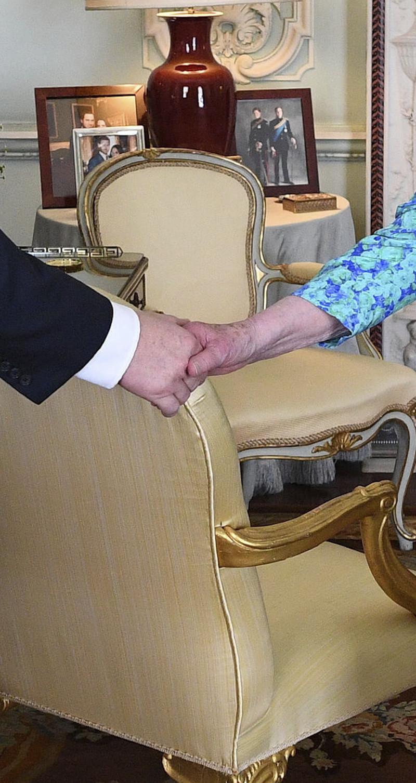 Φωτογραφίες στο τραπεζάκι της βασίλισσας Ελισάβετ