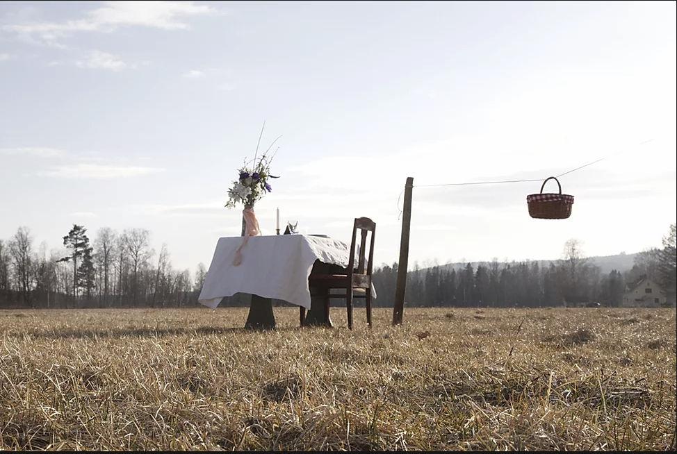 Το τραπέζι στη μέση του σουηδικού αγρού