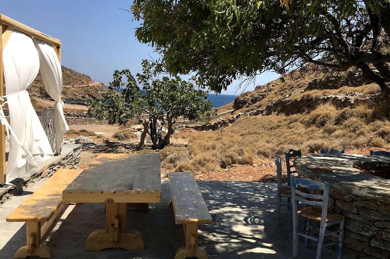 Τραπέζι πικνικ σε σπίτι στην Κέα