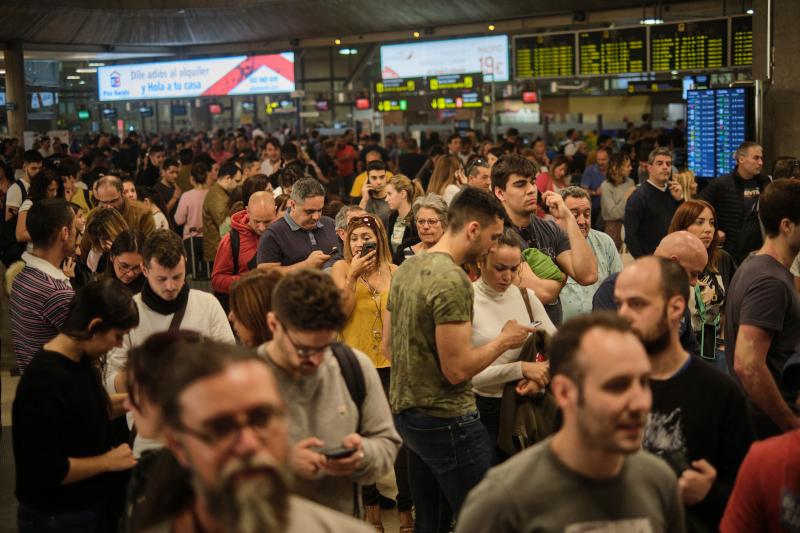 Χιλιάδες ταξιδιώτες εγκλωβίστηκαν λόγω της αμμοθύελλες σε αεροδρόμια των Κανάριων Νήσων.