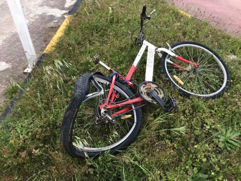 Το διαλυμένο ποδήλατο που οδηγούσε το άτυχο παιδί