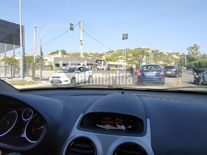 Στο σημείο, επικράτησε κυκλοφοριακό κομφούζιο για αρκετή ώρα, καθώς έκλεισε ο δρόμος.