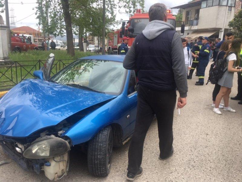 Ενταση μεταξύ των κατοίκων και του οδηγού μετά το τροχαίο στην Παραβόλα