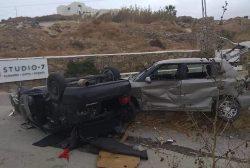 Αναποδογυρισμένο αυτοκίνητο μετά από τροχαίο