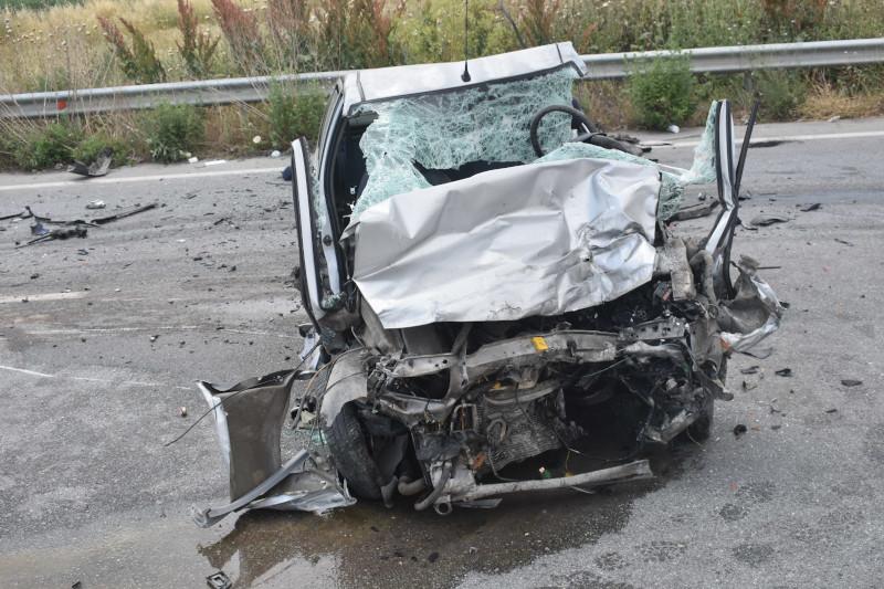 Αυτοκίνητο σπασμένο μετά από τροχαίο δυστύχημα