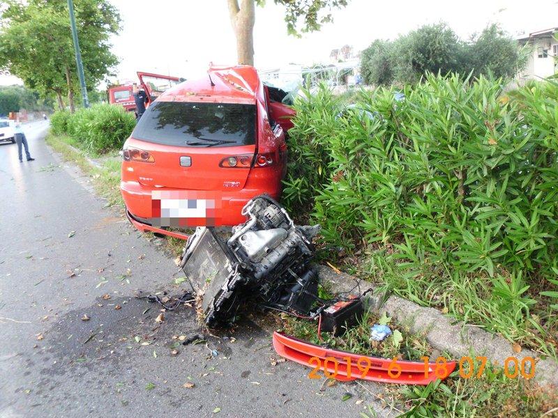 Η μηχανή του αυτοκινήτου πετάχτηκε από το καπό