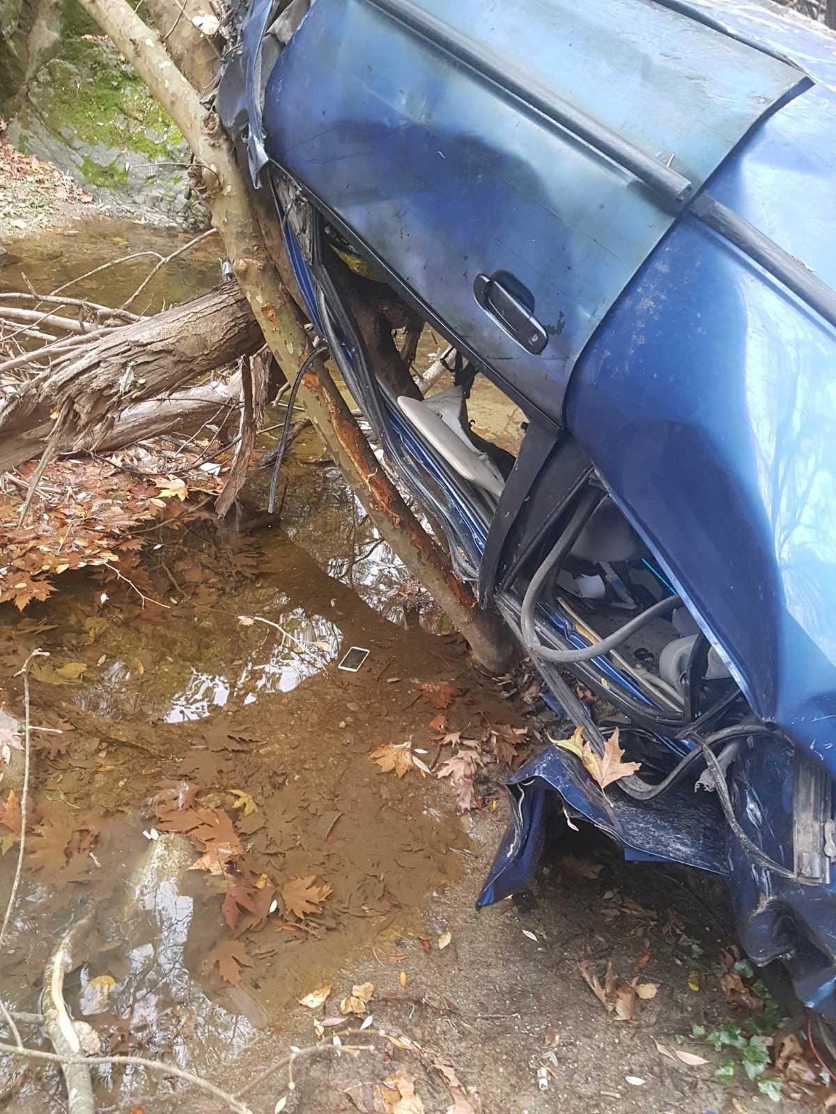 Τραγωδία στην Κατερίνη: Σοκάρουν οι εικόνες από το αυτοκίνητο που βρέθηκε σε χαράδρα βάθους 120 μέτρων