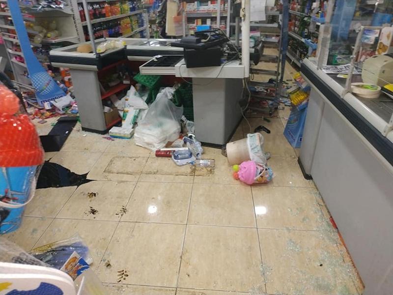 Μεγάλες ζημιές εντός του καταστήματος στη Ρόδο