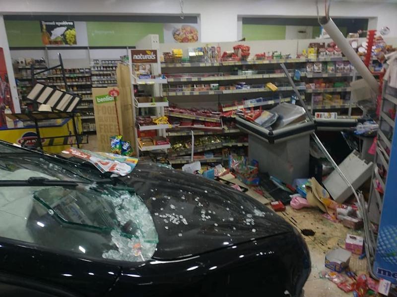 Το ΙΧ που εισέβαλε μέσα στο σούπερ μάρκετ στη Ρόδο