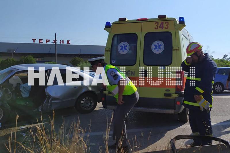 Η Αστυνομία και η Πυροσβεστική ερευνούν τα αίτια του τροχαίου / Φωτογραφία: ilialive.gr