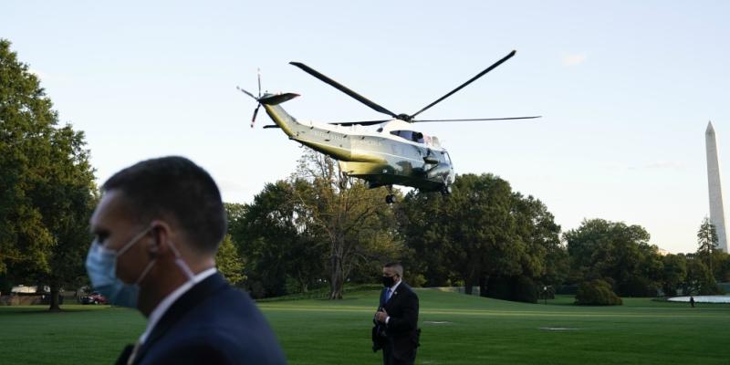 Το ελικόπτερο με τον πρόεδρο των ΗΠΑ απογειώνεται από τον Λευκό Οίκο με προορισμό το νοσοκομείο