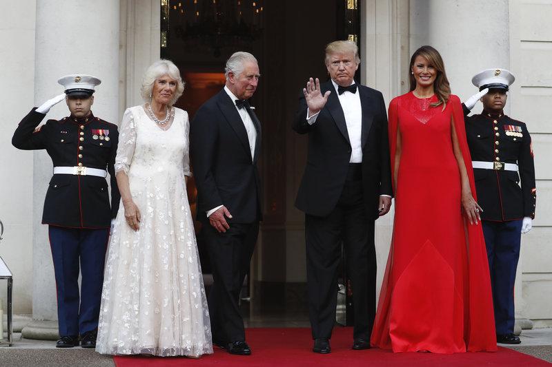 Καμίλα Κάρολος Ντόναλντ και Μελάνια Τραμπ στην αμερικανική πρεσβευτική κατοικία
