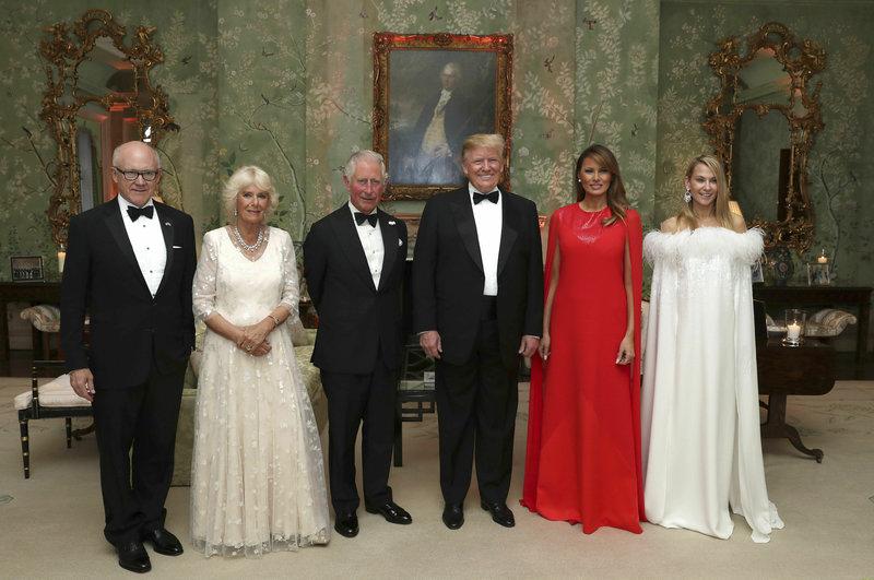 Οικογενειακή φωτογραφία Τραμπ Κάρολος Καμίλα