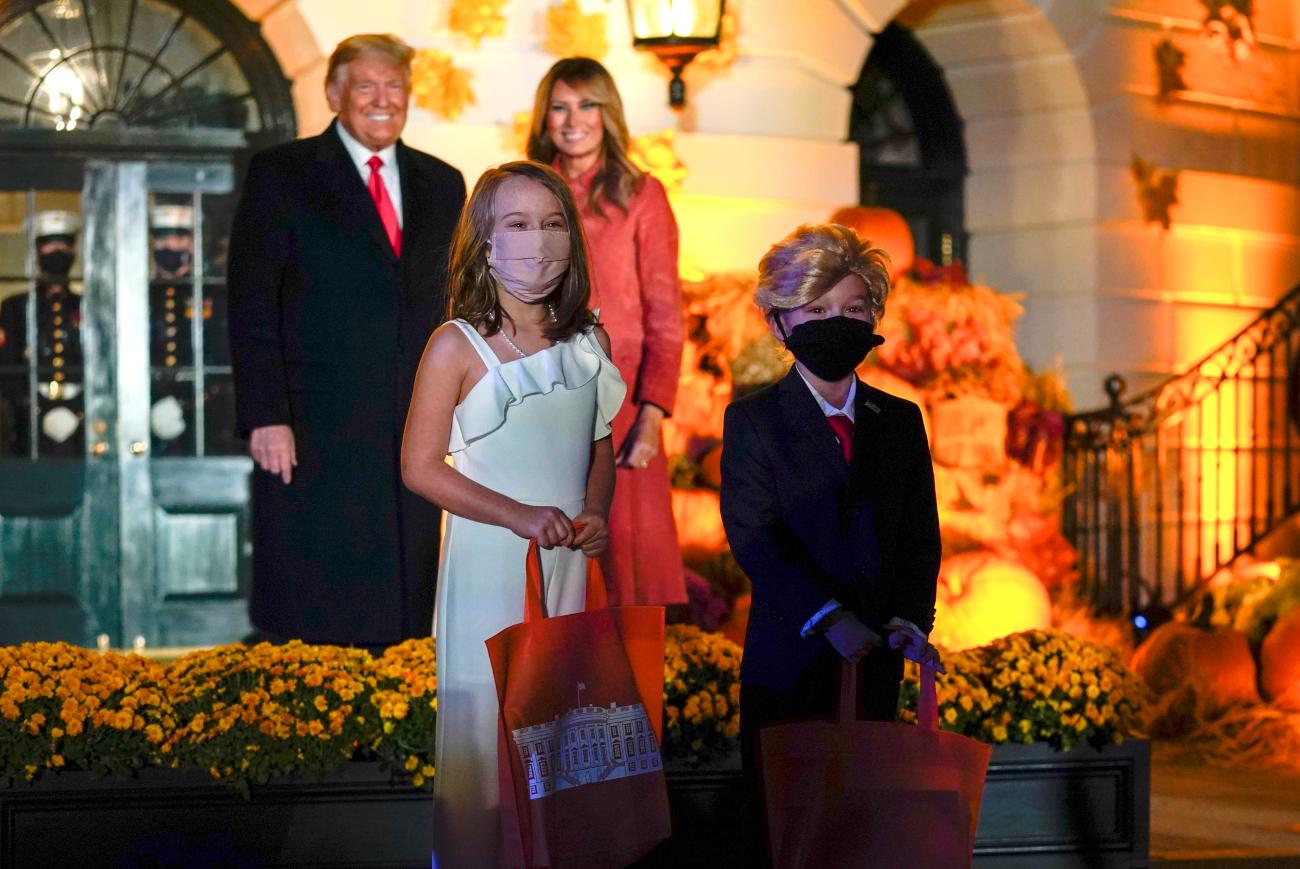 Το ζεύγος Τραμπ με τους μικρούς «Ντόναλντ» και «Μελάνια»