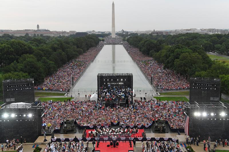 Πλήθος κόσμου στην επέτειο για τον εορτασμό της 4ης Ιουλίου