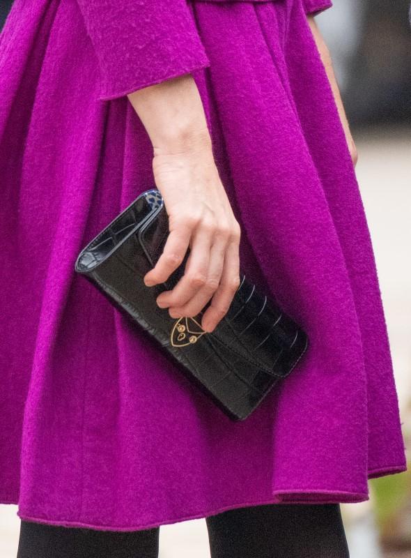 Η μαύρα τσάντα clutch Beulah London x Aspinal που επέλεξε να κρατήσει η Κέιτ Μίντλετον